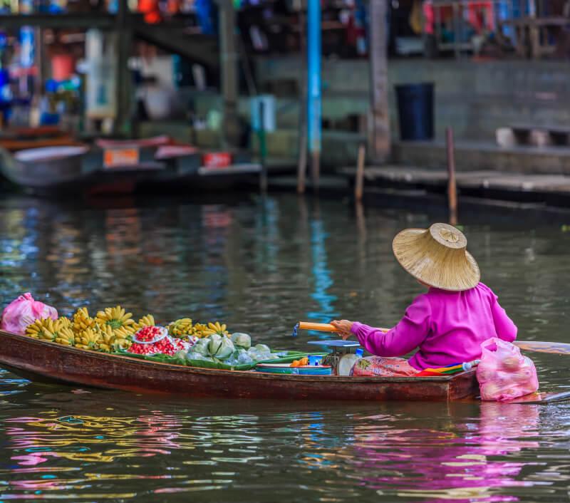 Das thailändische Amphawa ist vor allem für seine schwimmenden Märkte bekannt. Foto: Avigator Thailand / Shutterstock.com