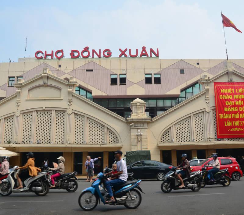 Der große Đồng Xuân Markt in Hanoi. Foto: Nonnakrit / Shutterstock.com