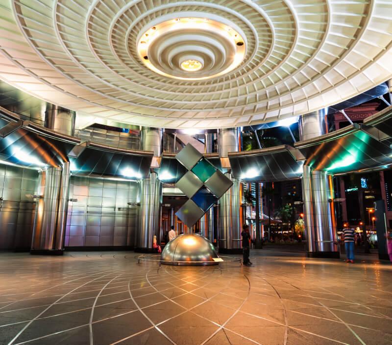 Petronas Gallery für zeitgenössische Kunst befindet sich in den berühmten Petronas Twin Towers von Kuala Lumpur. Foto: Vincent St. Thomas / Shutterstock.com
