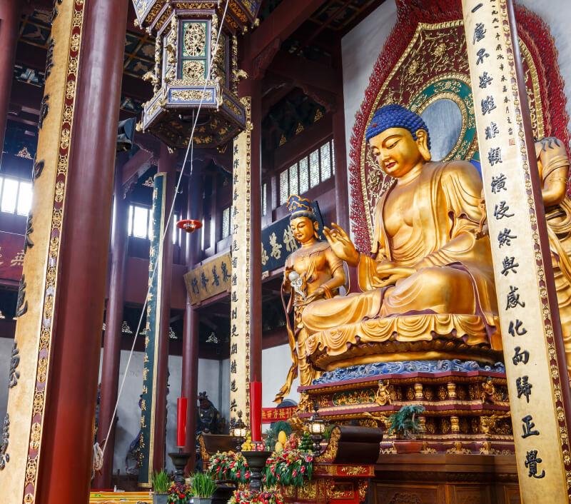 Lingyin Tempel Buddha in Hangzhou. Foto: Zhao jian kang / Shutterstock.com