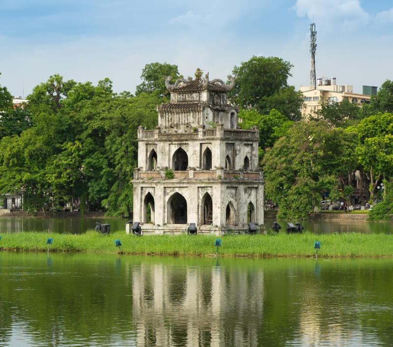 Der berühmte Schildkrötenturm Tháp Rùa im Hoan Kiem See von Hanoi (Vietnam). Foto: Vietnam Stock Images / Shutterstock.com