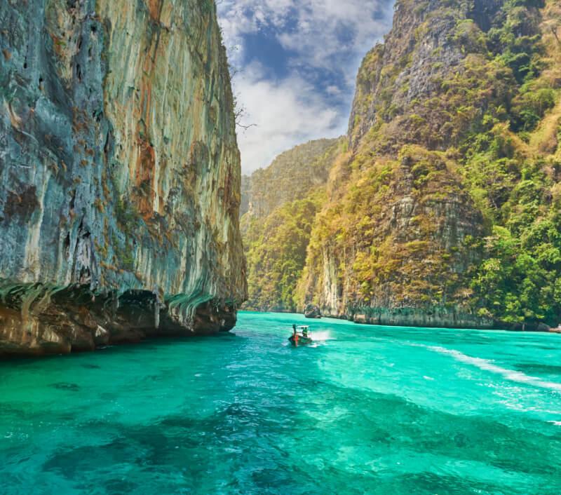 Koh Ngai mit seiner paradiesischen Landschaft und dem türkisblauen Wasser. Foto: YURY TARANIK / Shutterstock.com