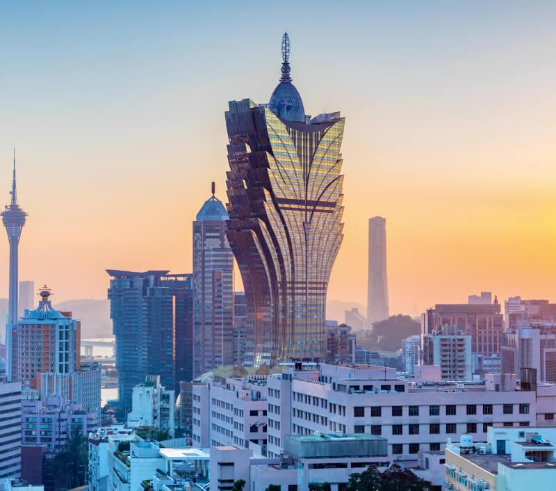 Das moderne Wahrzeichen von Macau: Der Macau Tower mit seinen 338 Metern Höhe. Foto: Sean Hsu / Shutterstock.com