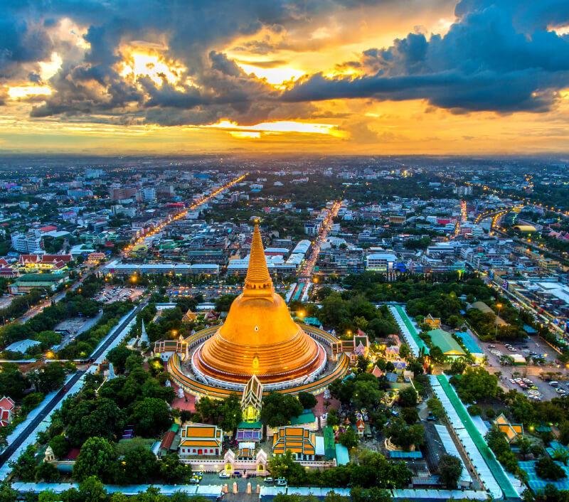 Der Phra Pathom Chedi in Nakhon Pathom (Thailand). Foto: MAGNIFIER / Shutterstock.com