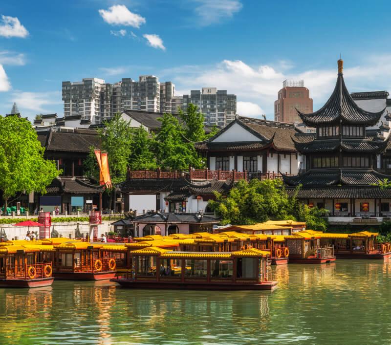 "Nanjing, die ""südliche Hauptstadt"", im Detla des Jangtsekiang. Foto: Vincent St. Thomas / Shutterstock.com"