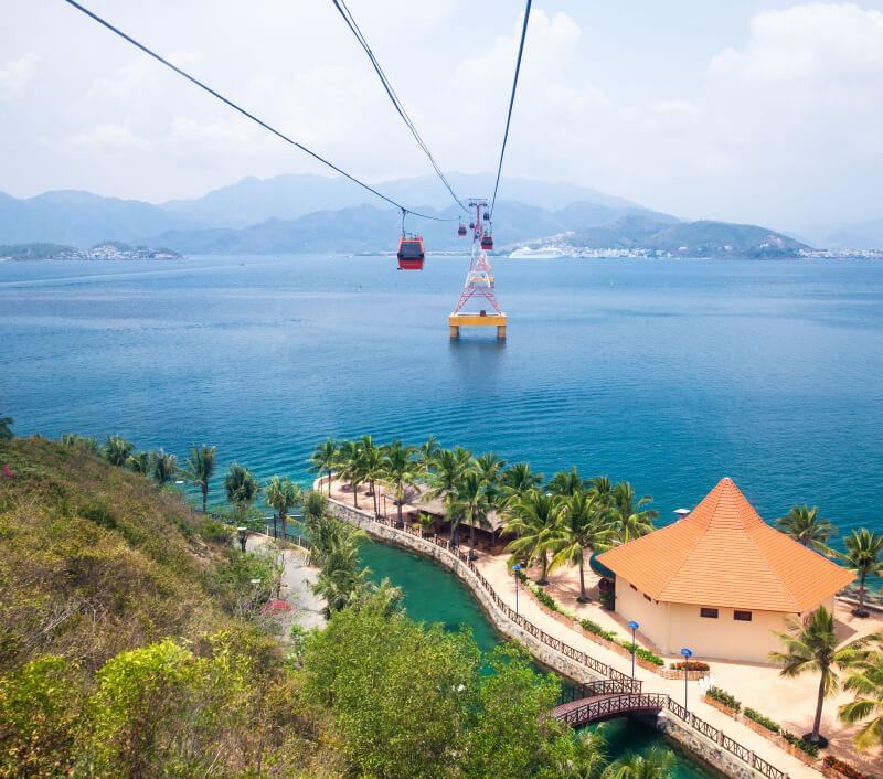 Eine Gondel verbindet den beliebten vietnamesischen Urlaubsort Nha Trang mit der Insel Hon Tre. Foto: Elena Ermakova / Shutterstock.com