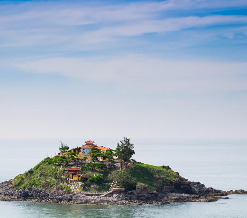 Vũng Tàu und seine tropische Küste mit den kleinen Inseln ist ein beliebtes Reiseziel in Vietnam. Foto: lonelyblueart / Shutterstock.com