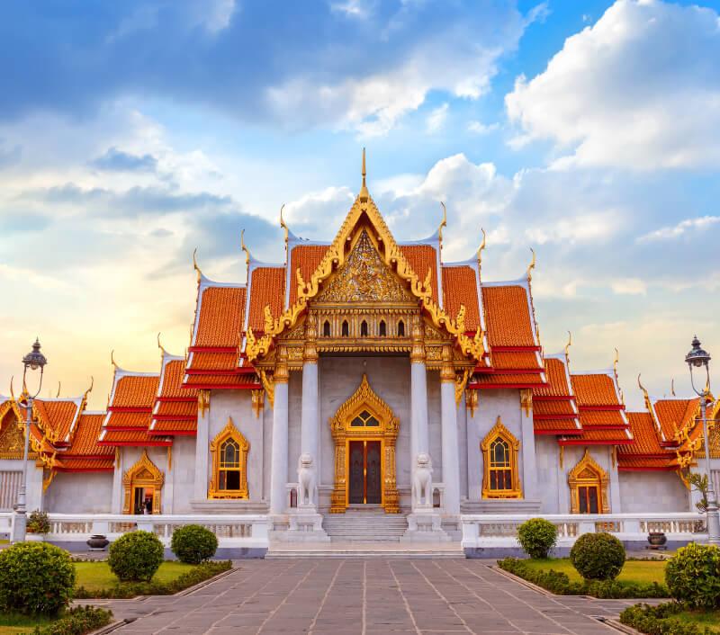 """Der Marmor-Tempel"" Wat Benchamabophit Dusitvanaram in Bangkok. Foto: cowardlion / Shutterstock.com"