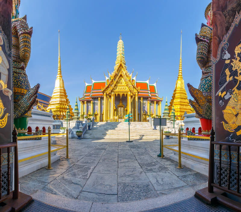 "Wat Phra Kaew, der ""Tempel des Smaragd-Buddha"" in Bangkok. Foto: Miki Studio / Shutterstock.com"