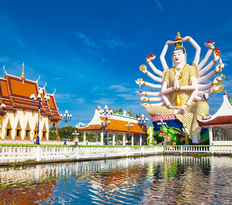 Der Tempel Wat Plai Laem mit der bekannten Guanyin-Statue. Foto: Aleksandar Todorovic / Shutterstock.com
