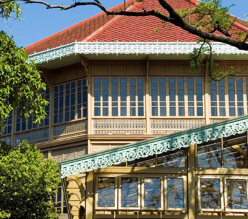 Der Wimanmek-Palast (Vimanmek Teak Villa) in Bangkok. Foto: Juha Sompinmaeki / Shutterstock.com